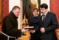 Bővebben: Áder János tiszteletvacsorán látta vendégül Böjte Csabát